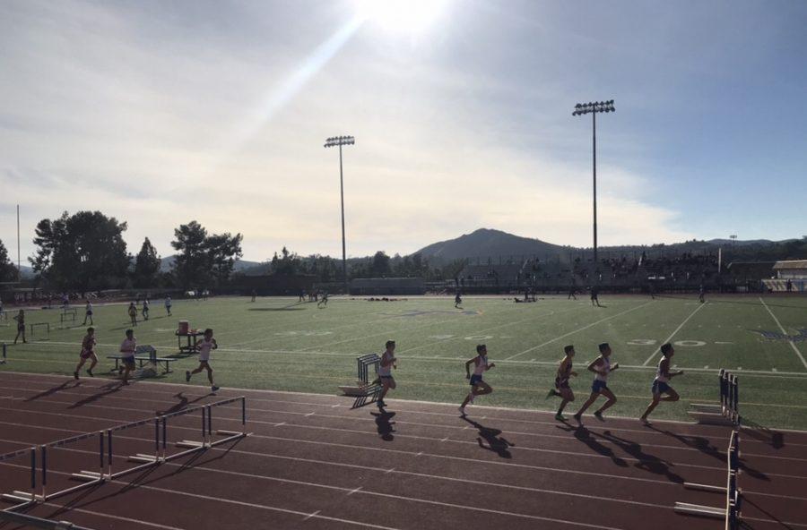 The+JV+boys+track+team+runs+the+1600+or+the+mile.